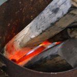 炭屋に格安オガ炭仕入れはお任せ。