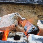 炭の着火が早いオガ炭です。