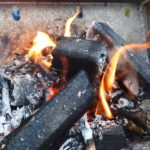 着火が簡単なオガ炭。