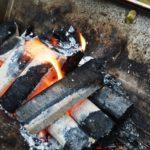 煙がほとんど出ないオガ炭。
